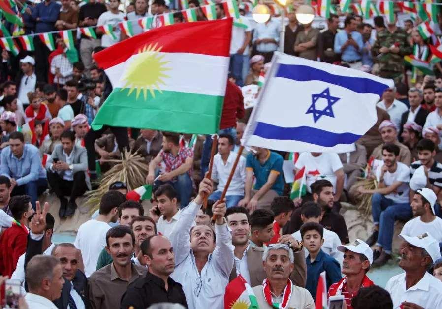 Drapeaux kurde et israëlien lors d'un rassemblement à Erbil en faveur du référundum sur l'indépendance du Kurdistan irakien, le 16 septembre 2017. ©REUTERS/AZAD LASHKARIG