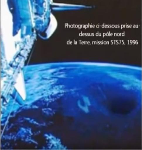 Les photos s'appuient sur des découvertes scientifiques, des faits connus et des références à des récits anciens.