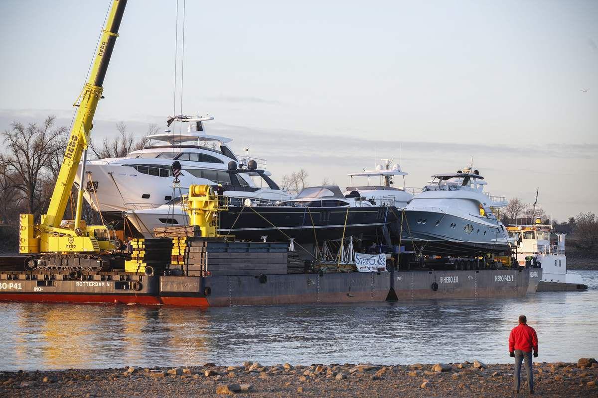 Pontoon Carrying 20 Millions Luxury Yachts Arrives Boot Dsseldorf Yachting Art Magazine