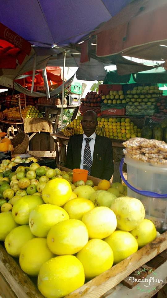 Meet the fruit seller who likes to wear Suit and tie to the market [PHOTOS]