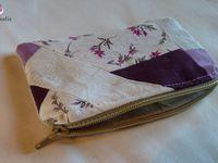 Jolies petites pochettes ou portes monnaies, réalisés en assemblant des chutes de tissus