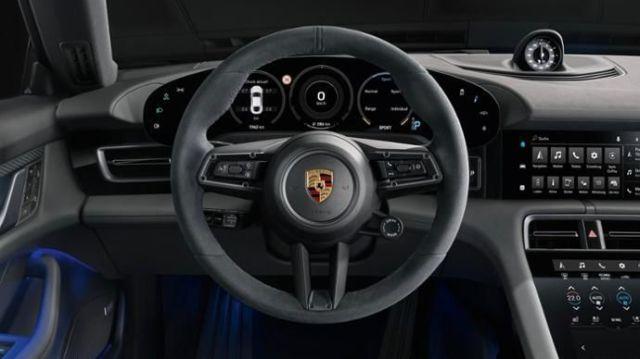 Porsche Taycan 4S et Certificat de Conformité Porsche