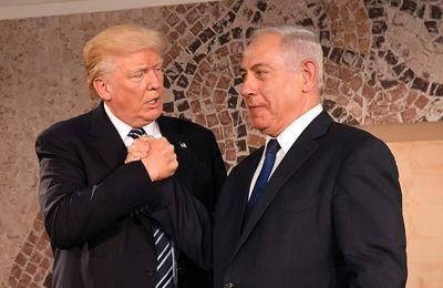 Abandonné par les pays arabes, Mahmoud Abbas déboussolé poursuit Trump devant la CPI