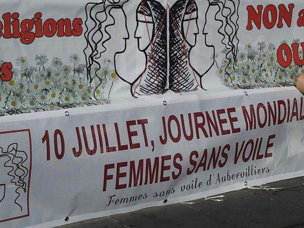 Manifestation, place de la République, à Paris, à l'occasion de la