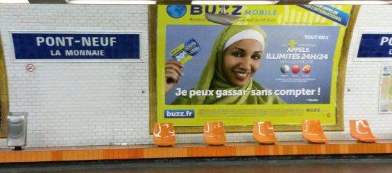 Les affiches publicitaires dans le métro à Paris