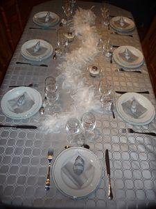 DECORATION DE TABLE BLANC ET ARGENT POUR MON REVEILLON DE
