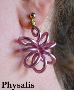 Boucles d'oreilles fil alu rose