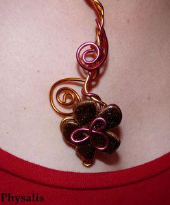 détail collier fleur alu