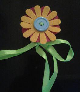 Broche fleur jaune