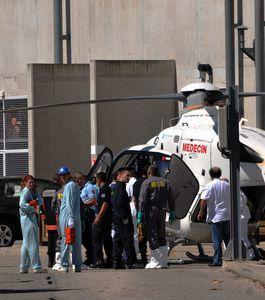 medecins-pompiers-et-personnels-du-site-s-affairent 33374 w