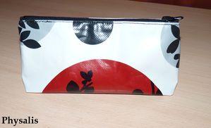 trousse rouge noir et blanc