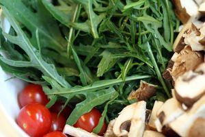 welsfilet mit warmem salat - salat