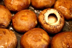 gefüllte champignons - pfanne