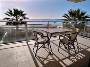 Cannes-Palm-Beach-havsfront---lagenhet-till-salu-med-vacke.jpg