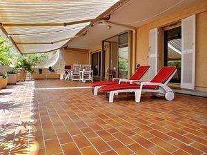 Lagenhet-till-salu-i-Nice-residens-med-swimmingpool-Fransk.jpg