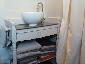Une Table De Toilette Transforme En Meuble Vasque Pour