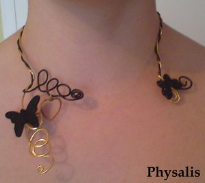 collier papillon noir et or