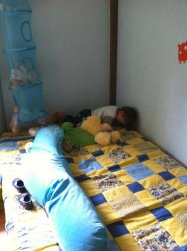 raphael-dans-son-grand-lit.jpg