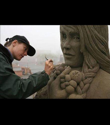 une-sculpture-intitulee-noh-trifater 41329 w460