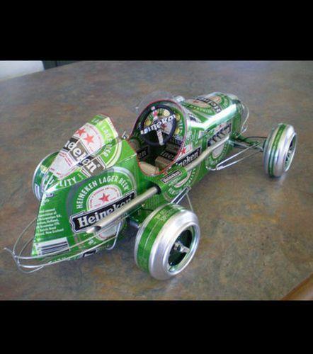 une-voiture-fabriquee-avec-des-canettes-de-biere-heineken_4.jpg