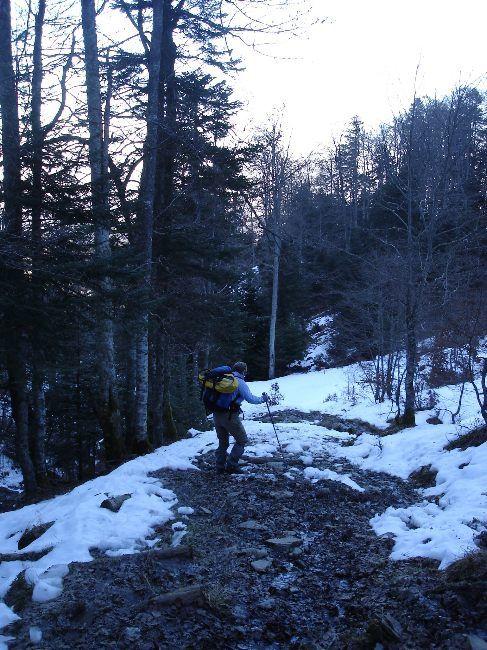 Vers le Pic du Gar : le col des Ares (797 m) 12