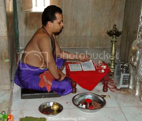 Priest reciting the Devi Mahatmyam at the Ramnathi Devasthan by Arun Shanbhag