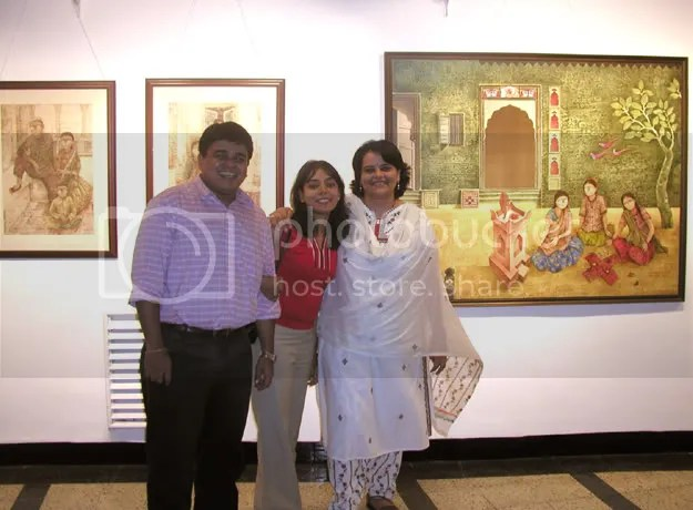 Pictures of LJers Radhika, Vijay Basrur and Deepa George at Jehangir Art Gallery in Mumbai by Arun Shanbhag