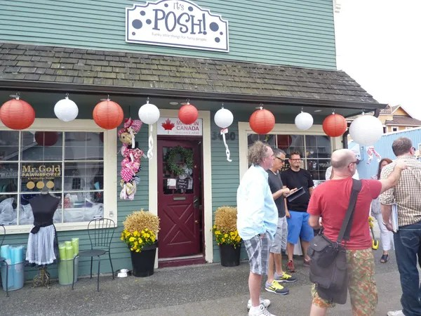 It's Posh boutique, Steveston photo 2_P1090496_zps36aa4f7c.jpg
