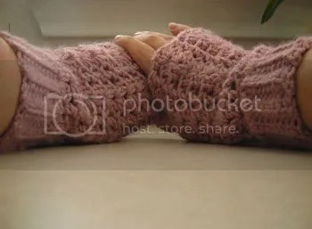 Victorian Shell Mitts