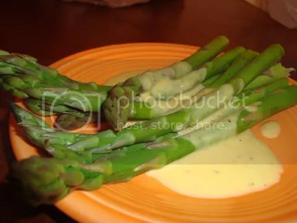 Asparagus and the disputed sauce