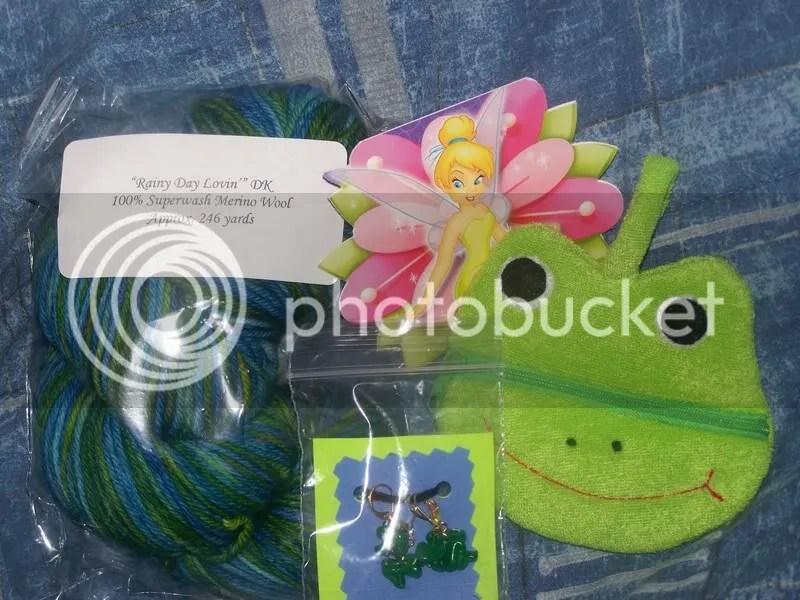 Green...frogs, tink...green...yarn...mmm