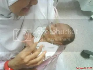 mommy with fateha in nicu