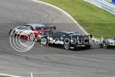 Laurent Aiello jaagt op Frank Stippler, Pierre Kaffer kijkt toe. race, zondag