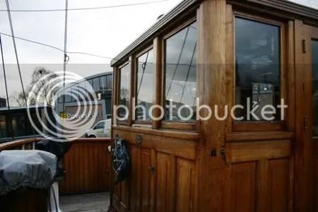 De stuurhut, vanaf de brug gezien. Erachter (niet zichtbaar) de kaartenhut.