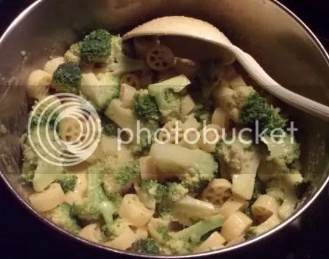 broccoli and cheese pasta 01