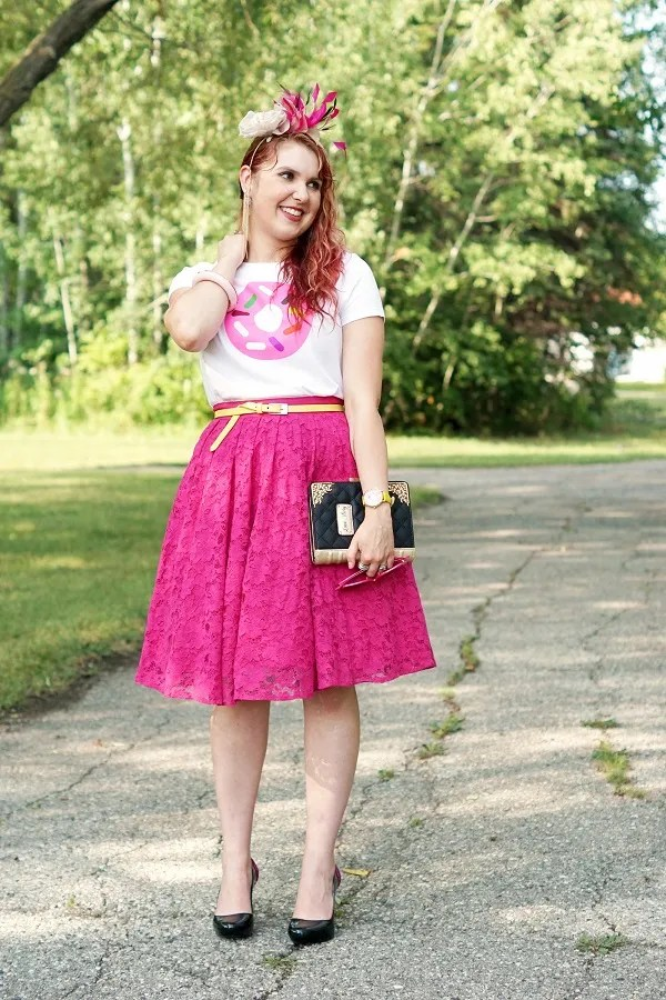 outfit white and pink donut t-shirt, pink skirt, fascinator