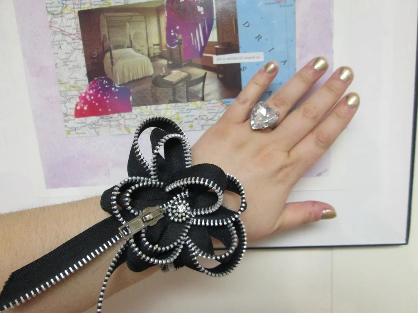 zipper wristband cuff shaped like flower
