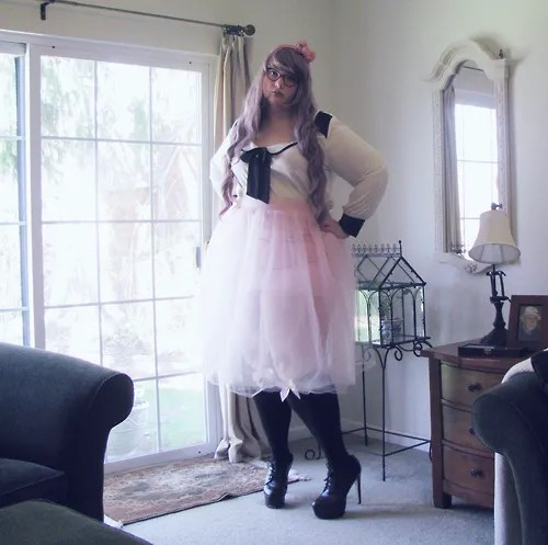 plus size outfit with pink tutu, black and white top, pink bow headband