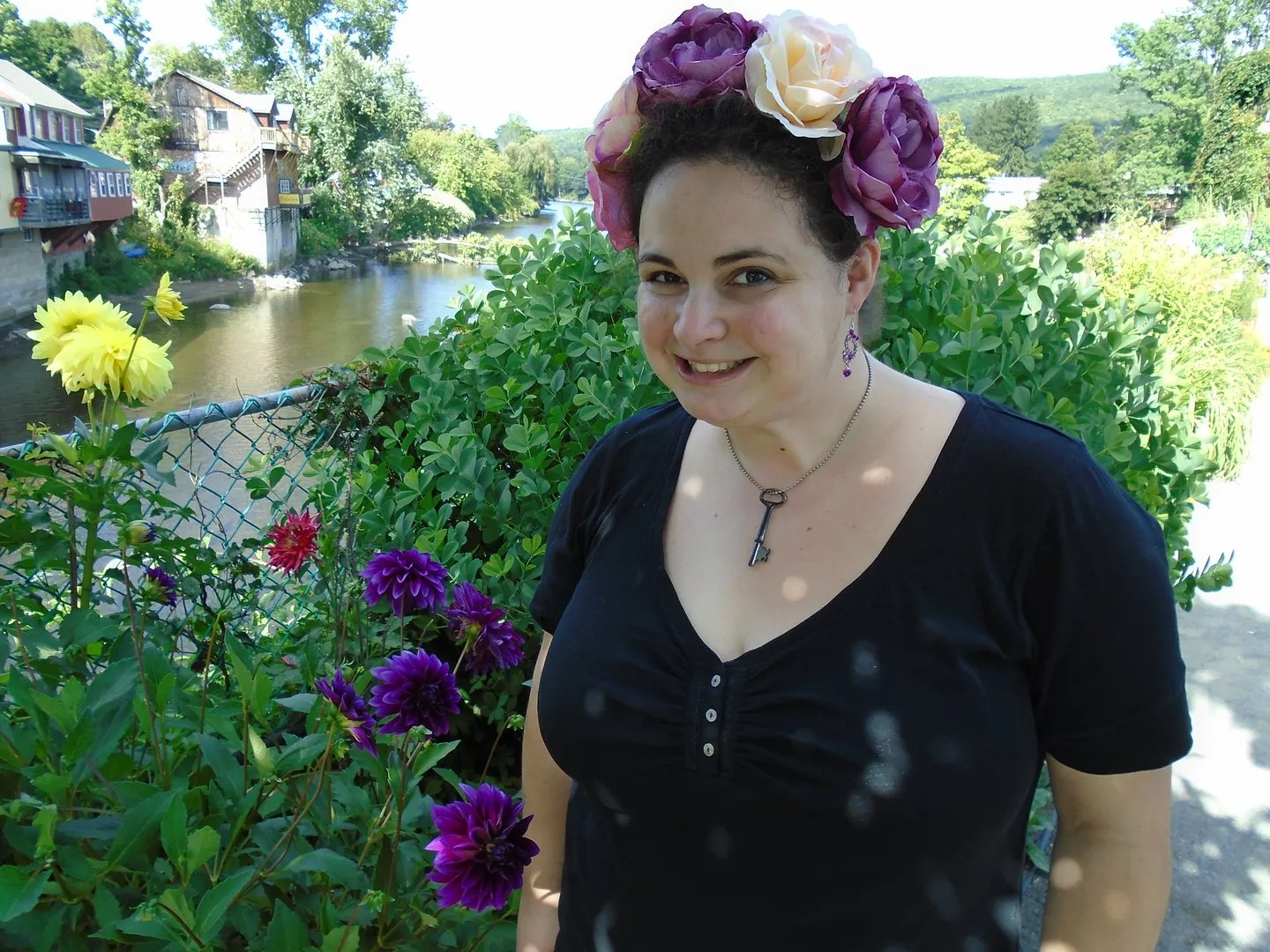 plus size outfit black top and pink and purple flower crown