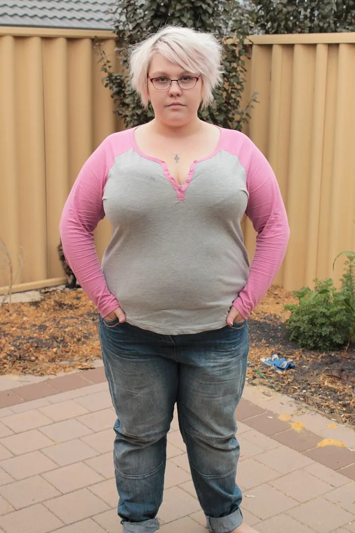 plus size outfit pink and gray henley tee and jeans