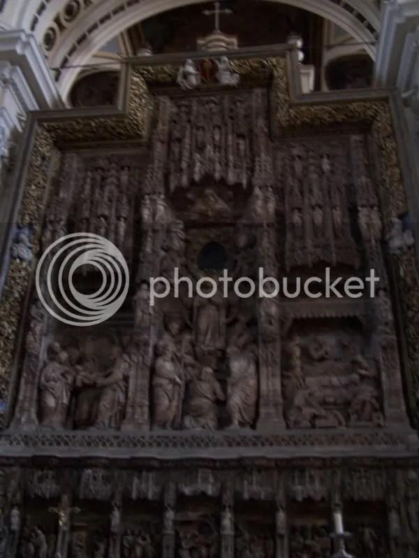 Artwork in El Pilar basilica made from alabaster.