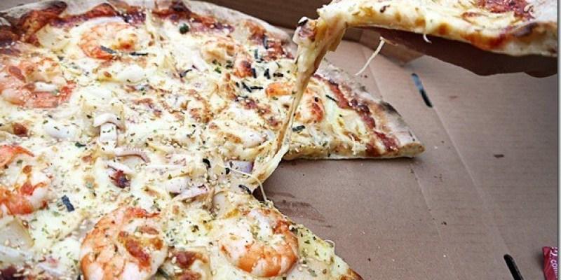 台中‧美食│皮薄料多又牽絲到天邊的窯烤披薩《Q‧CaR柴燒窯烤披薩》