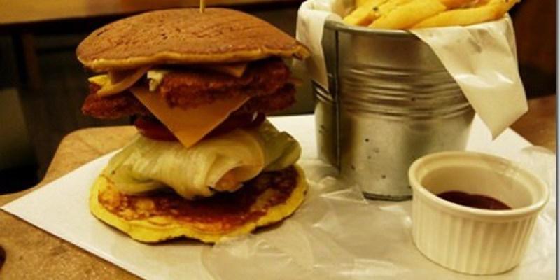 食記‧台中|吃了會上癮的鬆餅漢堡《樂丘廚房Leo Chiu》
