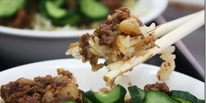 台中‧美食|延續旱溪傳統的古早味米糕美食《甲八碗米糕.肉羹.滿月油飯》