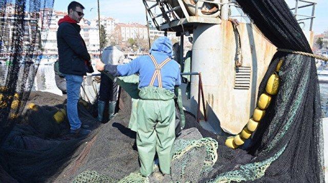 """Balıkçılar, """"20 gün aradan sonra yine denize açıldık aynı salya, aynı kaykay devam ediyor"""" diyerek duruma sitem etti."""