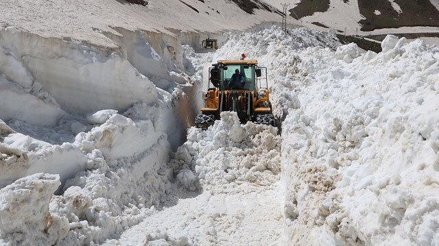 Haziran ayında 7 metreyi aşan karla mücadele