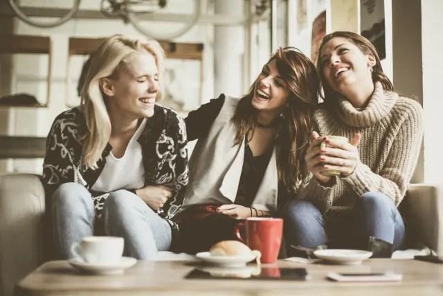 Sua simpatia e generosidade cativam as pessoas. Além disso, todos lembram que você não dispensa uma boa conversa cheia de risadas.