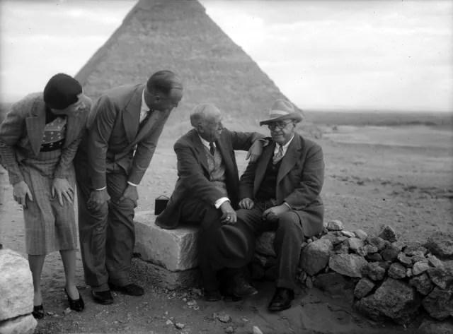 George A. Reisner junto a un grupo de la Sociedad de Investigaciones Boston-Harvard. (1927)