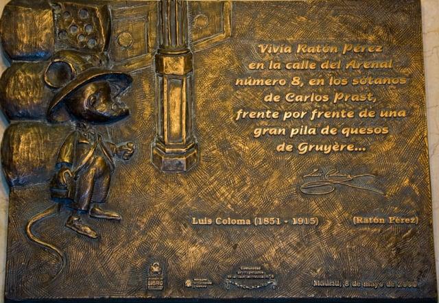 Placa en honor al Ratón Pérez en ayuntamiento de la Villa, Madrid, España.