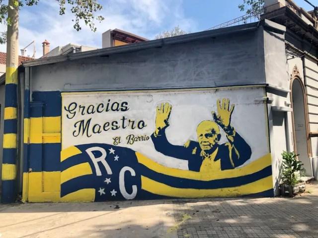En las calles de Rosario se respira fútbol, y los muros lo atestiguan